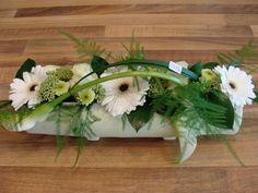 Collectie La Belle Fleur | Bloemstukken Creative Flower Arrangements, White Flower Arrangements, Modern Floral Design, Flora Design, Deco Floral, Arte Floral, Big Flowers, White Flowers, Flower Of Life