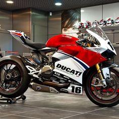 """Ducati Fan Club on Instagram: """"👉Follow @Ducatinsta for more!👈 _ #ducatinsta #ducati #ducatimonster #ducaticorse #ducatista #ducatisofinstagram #ducatistagram #ducatigram…"""" Moto Ducati, Ducati Motorbike, Ducati Scrambler, Racing Motorcycles, Motorcycle Bike, Motorcycle Design, Ducati Monster, Motos Retro, Custom Sport Bikes"""
