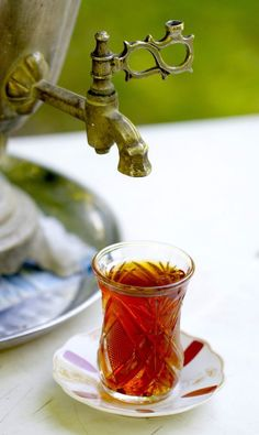 Tea from a samovar enjoyed in the region of Ismayilli, Azerbaijan. Turkish Tea, Fruit Tea, Iranian Food, Tea Art, My Tea, Tea Ceremony, High Tea, Drinking Tea, Hot Chocolate