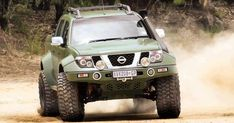 Nissan Pathfinder, at least that what the previous Pinner says. If so it is chopped. Navara Tuning, Nissan Navara D40, Nissan Xterra, Nissan Patrol, Patrol Y61, Nissan 4x4, Nissan Trucks, Nissan Nismo, Pajero Sport