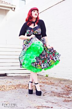 Just look at the ever gorgeous Teer Wayde in the B Movie dress from Hell Bunny, just LOOK! This dress arrived fo. Retro Fashion, Love Fashion, Vintage Fashion, Fashion Outfits, Swing Dress, I Dress, Short Petticoat, Pretty Outfits, Cute Outfits