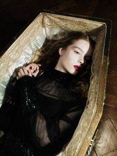 Discovered by Find images and videos about gothic, vampire and coffin on We Heart It - the app to get lost in what you love. Dracula, Dark Fantasy, Vampiro Real, Jeaniene Frost, La Danse Macabre, Female Vampire, Vampire Fangs, Creatures Of The Night, The Villain
