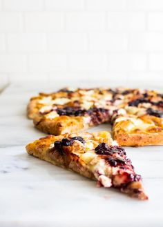white pizza with pulled pork and balsamic blackberry sauce | immaEATthat.com