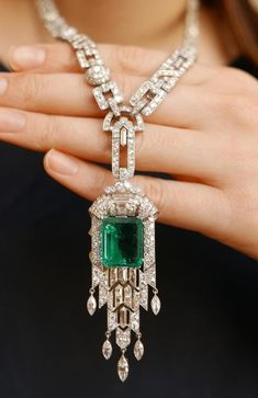 Emerald and diamond necklace #finediamondnecklaces