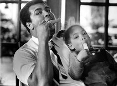 Former heavyweight champion Muhammad Ali shares a popsicle with his daughter Hana Ali at home in Louisville, Kentucky in // Credit; Keith Williams, The Courier-Journal, USA TODAY Sports Hana Ali, Muhammad Ali Fights, Larry Holmes, Float Like A Butterfly, Hometown Heroes, Intimate Photos, Usa Today Sports, Sports Images, Fathers Love