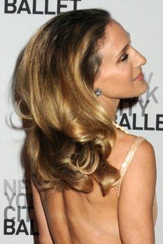Sarah Jessica Parkers glamorous, wavy hairstyle