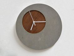 Concrete circle wall clock with wooden hole – modern wall clock – Clock Ideas Wood Concrete, Concrete Furniture, Concrete Crafts, Concrete Projects, Concrete Design, Beton Design, Cool Clocks, Diy Clock, Wooden Clock