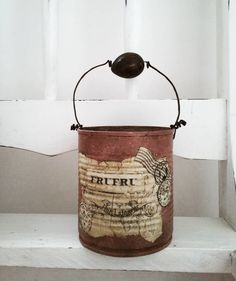 Recycle Cans, Diy Cans, Recycling, Tin Can Crafts, Crafts To Make, Plastic Coffee Containers, Painted Tin Cans, Tin Can Art, Fake Fireplace