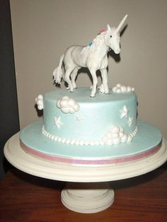 Beautiful #Unicorn #Cake We love and had to share! Great #CakeDecorating! by Carol74