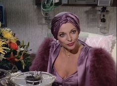 """Just because you're laid up in the hospital doesn't mean you can slouch on the glamour.   19 Impeccable Style Tips From """"Dynasty's"""" Alexis Carrington"""