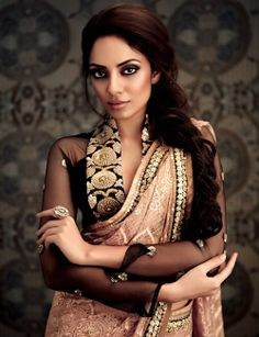 That blouse. Sari :) Hair & Makeup by Chandni Singh for Label Ritu Kumar . Model Miss India 2013 Sobita Dhulipala Ritu Kumar, Indian Attire, Indian Ethnic Wear, Indian Style, Indian Dresses, Indian Outfits, Indian Clothes, Hanfu, Cheongsam