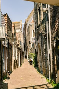 Planning to visit Dordrecht, the Venice of Holland? Read an itinerary for a day trip to Dordrecht with the best things to do in Dordrecht. Travel Packing Outfits, Packing List For Travel, Day Trips From Amsterdam, Holland, A Perfect Day, Travel Photos, Netherlands, Venice, Travel Inspiration