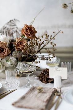 Autumnal Romance   Reception Table Styling by Wanderlust Creative   Photo: Lovers Narrative   See more on The Lane...