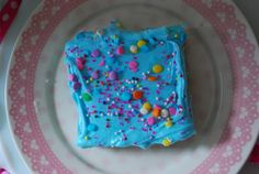 cotton candy bars with Duncan Hines Cotton Candy Recipe Creations Flavor Mix Cotton Candy Cakes, Blue Cotton Candy, Yummy Snacks, Yummy Treats, Sweet Treats, Fun Desserts, Delicious Desserts, Dessert Recipes, Recipes Using Cake Mix