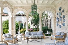 Blue & White in Palm Beach. The Glam Pad: Palm Beach Chic: By Jennifer Ash Rudick Outdoor Rooms, Outdoor Living, Outdoor Furniture Sets, Outdoor Decor, Rattan Furniture, Theodora Home, Open Air, Enchanted Home, Interior Exterior