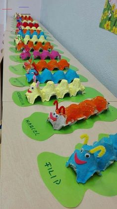 Good Images preschool crafts caterpillar Ideas This page has SO MANY Kids crafts which have been acceptable for Toddler and Preschoolers. I think it's time time pe Kids Crafts, Daycare Crafts, Summer Crafts, Cute Crafts, Toddler Crafts, Preschool Crafts, Easy Crafts, Creative Crafts, Jellyfish Drawing