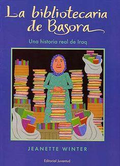 """Jeanette Winter. """"La bibliotecaria de Bassora"""". Editorial Juventud. Precioso libro ilustrado basado en la historia real de Alia Muhammad Baker, directora de la Biblioteca Central de Basora, en el momento de la invasión de Iraq en 2003. Gracias a su valentía salvó el 70 % de la colección antes de que se incendiara la biblioteca. Muy recomendable, para niños y adultos."""