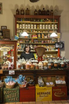 Trudy in 't Veen is one of the volunteers working in Winkeltje Kouwenhoven. Vintage Candy, Vintage Tins, Display Design, Store Design, Good Fellows, Novelty Store, Old Country Stores, Blue Pottery, Shop Till You Drop