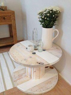 Tavolo con bobine - Tavolo con bobina in legno chiaro