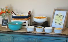 Host the perfect chili bar party - Crafty Housewife chili bar ideas and free happy fall yall printable Halloween Bunco, Halloween Night, Chili Bar Party, Chili Cook Off, Fall Fest, Happy Fall Y'all, Family Night, Bar Ideas, Food And Drink