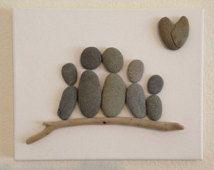 Pebble Arte / Familia de Cinco / lona / Familia Escultura / California Big Sur / roca en forma de corazón / madera a la deriva