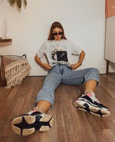 39 Ideas For Sneakers Outfit Summer Chunky Model Poses Photography, Fashion Photography, Sneakers Outfit Summer, Summer Outfits, Cute Outfits, Sneaker Outfits, Winter Outfits, Insta Photo Ideas, Mode Streetwear