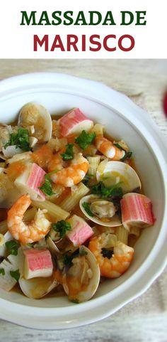 Massada de marisco | Food From Portugal. Este prato tradicional Português de massada de marisco é uma excelente opção para um almoço entre amigos! Uma deliciosa mistura de sabores que todos vão gostar… Experimente! #marisco #massa #receita
