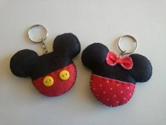 mickey e minnie Theme Mickey, Mickey Party, Mickey Mouse Birthday, Mickey Minnie Mouse, Felt Keychain, Keychains, Scrapbook Patterns, Felt Bookmark, Selling Handmade Items