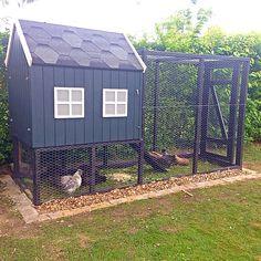 Vores fine hønsehus med 4 silkehøner :)