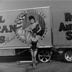 rare picture of gypsy rose lee striptease and burlesque performer legend superstar Vintage Burlesque, Burlesque Show, Vintage Circus, Rare Photos, Vintage Photos, Vintage Stuff, Theater, Gypsy Rose Lee, Artists