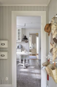 Recamier: know what it is and how to use it in decoration with 60 ideas - Home Fashion Trend Swedish Cottage, Swedish Decor, Swedish House, Shabby Home, Shabby Chic, Cottage Interiors, White Interiors, Scandinavian Home, Home Interior
