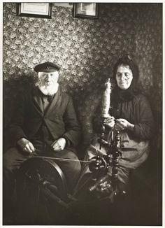 August Sander 'Farming Couple Spinning', 1925–30, printed 1990 © Die Photographische Sammlung/SK Stiftung Kultur - August Sander Archiv, Cologne; DACS, London, 2014.