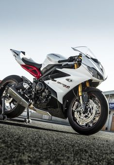 Triumph Daytona 675R 2013 - a future bike for me? Hopefully!   one day