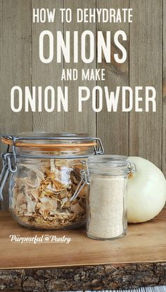 Dehydrate Onions DIY Onion Powder - - Learn to dehydrate onions safely and create awesome minced onions for cooking - like making your own onion powder & DIY French Onion Dip Mix! Dehydrated Vegetables, Dehydrated Onions, Dehydrated Food, Dried Vegetables, Veggies, Canning Recipes, Raw Food Recipes, Jar Recipes, Canning Tips