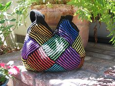 Garter Stripe Square Bag by Ishi-knit - Ishi's Knitting Diary - pattern free via ravelry. A wonderful striped bag, that you can felt or just have it as it is. The description is in Japanese but there are pictures to follow, and the Projects show it in many, many colors.