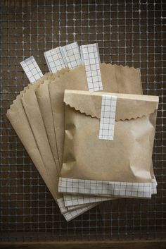 Kraft Bag Envelopes with Brown Grid Washi Tape 20 pieces carefully hand cut and designed inches x cm) ********************** Use these sweet little bag envelopes for packaging: gift cards wallet sized photos washi tape jewelry etc. Craft Packaging, Pretty Packaging, Jewelry Packaging, Packaging Ideas, Custom Packaging, Food Packaging, Creative Gift Wrapping, Creative Gifts, Washi Tape Crafts