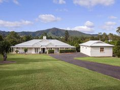 7 Teatree Close, Samford Valley, Qld View property details and sold price of 7 Teatree Close & other properties in Samford Valley, Qld Modern Country, Modern Farmhouse, Farmhouse Style, Style At Home, Acerage Homes, Future House, My House, Weatherboard House, Queenslander