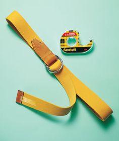 Cinta amarilla con la cinta adhesiva de doble cara