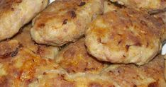 Moldavian meat patties, Romanian meat patties, how to make Moldavian meat patties, how to make parjoale moldovenesti These Moldavian meat patties (parjoale moldovenesti) are very popular in Romania… Meat Recipes, Cooking Recipes, Hungarian Recipes, Romanian Recipes, Romanian Food, Slice Of Bread, Tray Bakes, I Foods, Appetizers