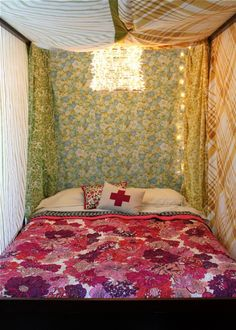 i want a fort in my bedroom! i need to start collecting fun vintage sheets with awesome prints!