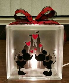 DISNEY'S MICKEY & MINNIE Mouse Kissing Lighted Glass by BlockDecor