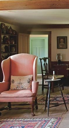 Lichfield Style : Classic Country Houses of Connecticut by Annie Kelly - Photo Tim Street-Porter Cottage Living, Home And Living, Interior And Exterior, Interior Design, Country Decor, Country Furniture, Decoration, Living Spaces, Living Rooms