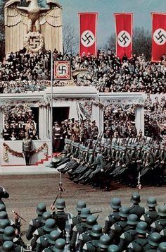 Nacisti su uspeli da stignu i do Kavkaza! http://punjenipaprikas.com/нацистичка-застава-на-врху-кавказа
