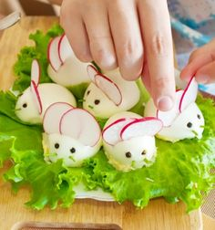 Easter mice or bunny deviled (stuffed) eggs // Retek egérkék főtt tojásokból saláta ágyon // Mindy - craft tutorial collection //