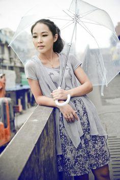 Durchsichtiger Regenschirm hübsch