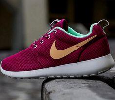 Nike WMNS Roshe Run – Raspberry Red / Purple Dynasty – Green Glow