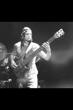 If Jaco Played a six string Warwick bass back then, this is what it would have looked like. Music Pics, Music Stuff, Warwick Bass, Jaco Pastorius, Acid Jazz, All About That Bass, Instruments, Weather Report, Jazz Musicians