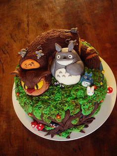 Bolo Totoro e Catbus/Nekobus! (Totoro and Catbus/Nekobus Cake)  contato@dentrodoforno.com by Carla Ikeda - DENTRO DO FORNO - BOLOS DECORADOS - , via Flickr