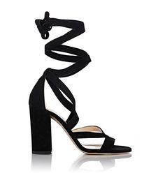 The Top 13 Closet Basics Every Fashion Blogger Owns via @WhoWhatWearUK