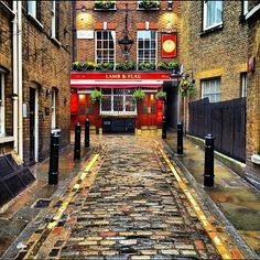 I love to sample ales in the old London pubs, which have such character.Lamb and Flag, 400 yr old Pub, Covent Garden.one of my favourite old man pubs :) British Pub, British Isles, British History, London Pubs, Old London, Places To Travel, Places To See, St Moritz, Old Pub